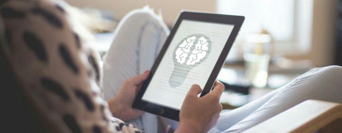 Mit Daten Geschichten erzählen - wie steigere ich meine Nutzerakzeptanz? Foto: Mohamed Mohamed Mahmoud Hassan (https://www.publicdomainpictures.net/en/view-image.php?image=255915&picture=mindset-brain-storming-tablet). Lizenz: CC0 Public Domain.